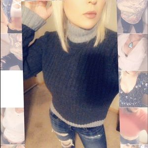 💕Two-toned grey sweater💕